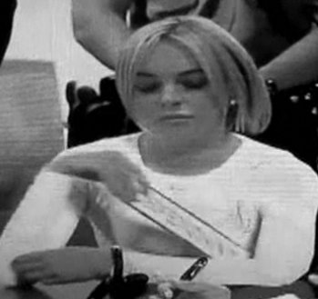 Must Watch: Lindsay Lohan Steals In Court
