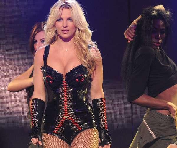Rihanna + Britney Perform S&M at Billboard Music Awards