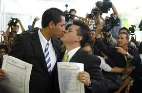 Gay blog: For gay marriage