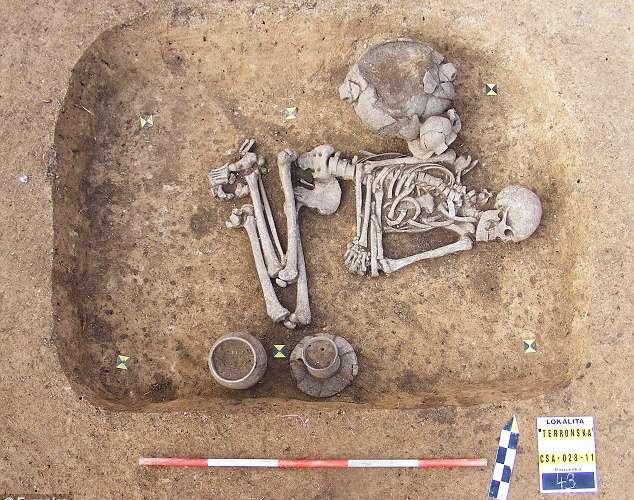 Cavernícola Gay Revelado En Sepulcro