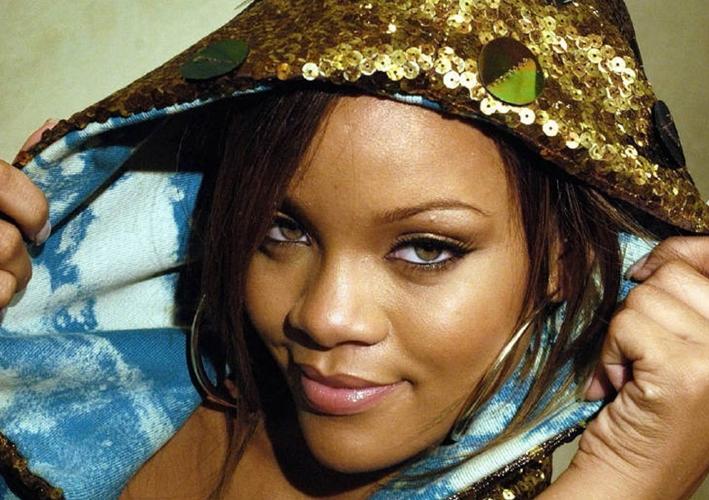 #LifeChanging: Rihanna Surpasses Gaga As the Most Popular Woman on Facebook