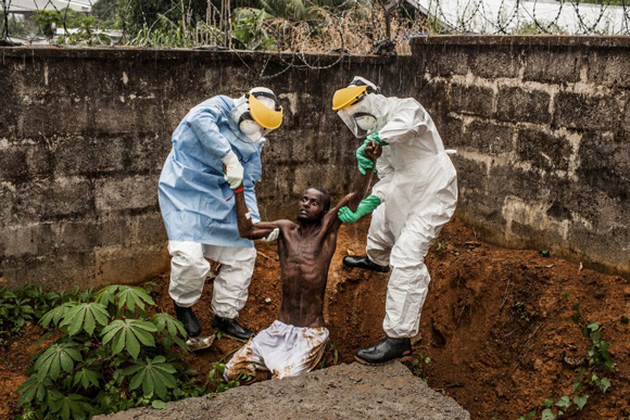 these-20-award-winning-photos-10, world press photo, world press photo contest, ebola, africa, ebola in africa, ebola patient, sierra leon