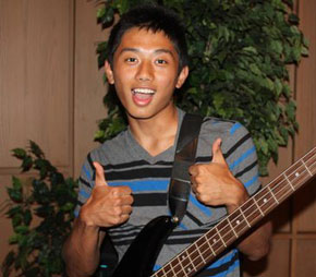 guitar player, boy, teen, man, gay blog, thumbs up, bisexual, smile