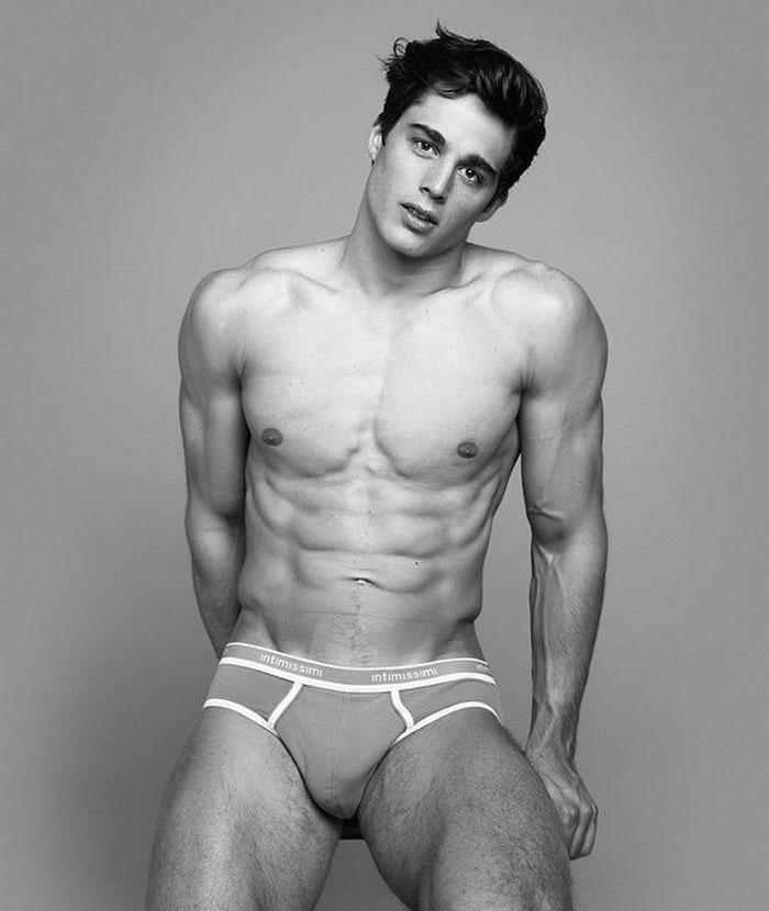 gay blog, Pietro Boselli, model, hunk, shirtless, naked, sexy, math teacher, professor, college, London, Instagram