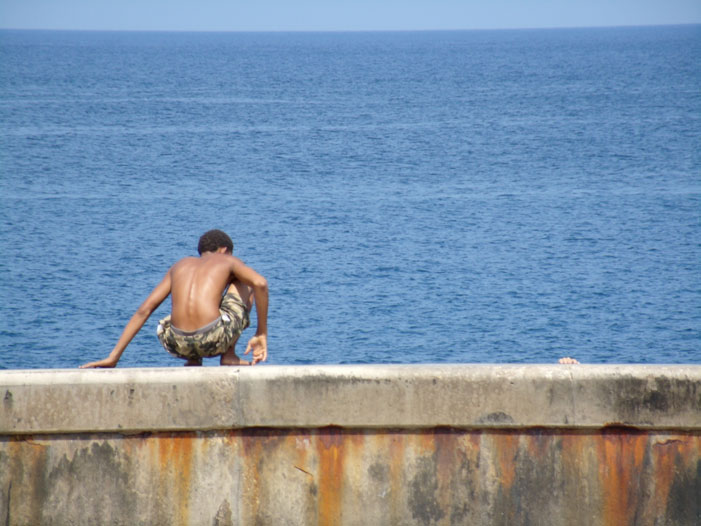 Havana, Cuba, swimming, boy, wall, photo, picture, crouch