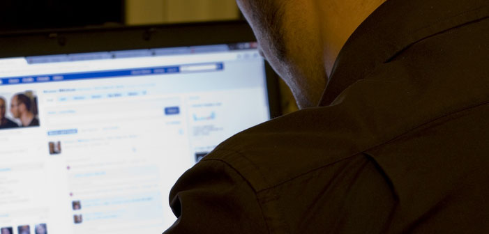 Could targeted Facebook ads fight terrorism, social media, advertising, man, online