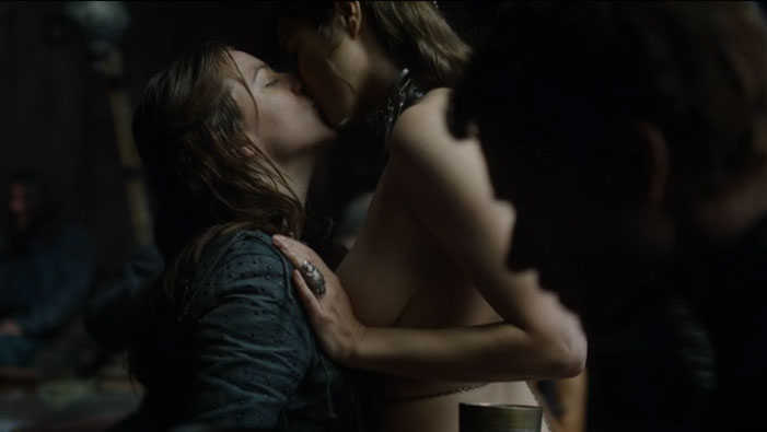 Game of Thrones, lesbian, Yara Greyjoy, kiss