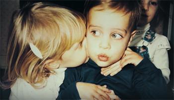 Джимми О'Киф, сын, поцелуи, девушка, один год, день рождения, гомосексуализм, дети, малыши, милые