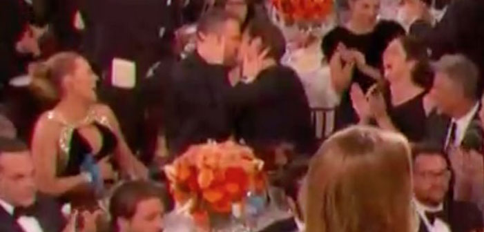 Ryan Reynolds, Andrew Garfield, gay kiss, Golden Globes, awards, 2017
