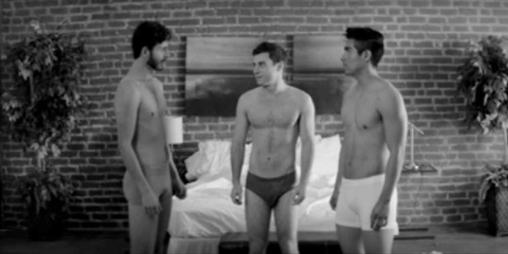 Junte-se a um Sexo a Três com um Sarado, um Lontra e um Latino (Vídeo)