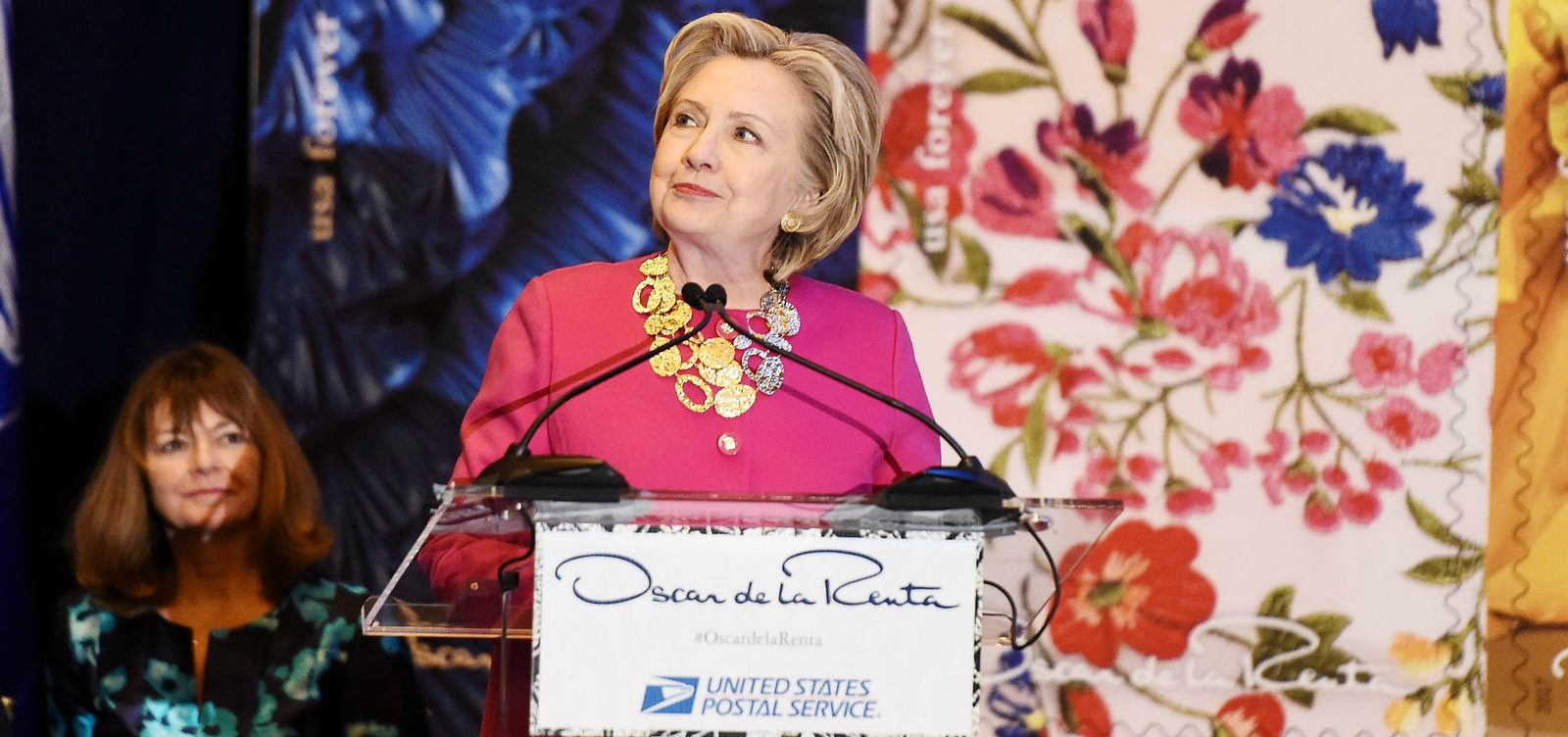 Hillary Clinton Makes Rare New York Appearance to Honor Oscar de le Renta (Video)