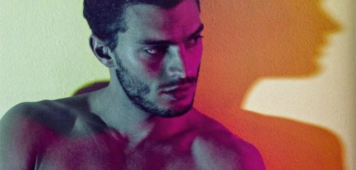 Veja a Estrela de 'Cinquenta Tons de Cinza' Jamie Dornan Pelado em um Ensaio Sensual (NSFW)