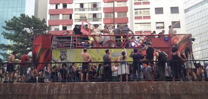 Carnaval 2017: 'Agrada Gregos' Reúne Mais de 65 Mil Foliões (Fotos)