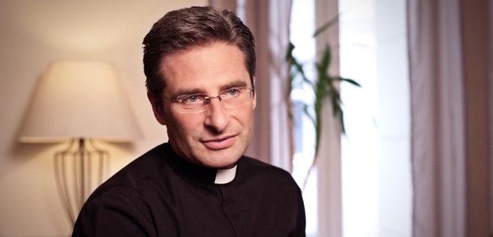 Pour le prêtre gay Krzysztof Charamsa, la moitié de la hiérarchie vaticane serait homosexuelle