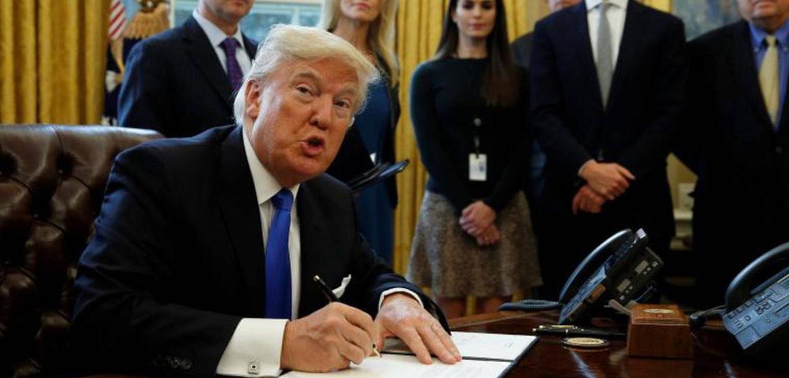 13 Cosas que Trump Debe Firmar en Lugar de la Orden Religiosa Anti-LGBT