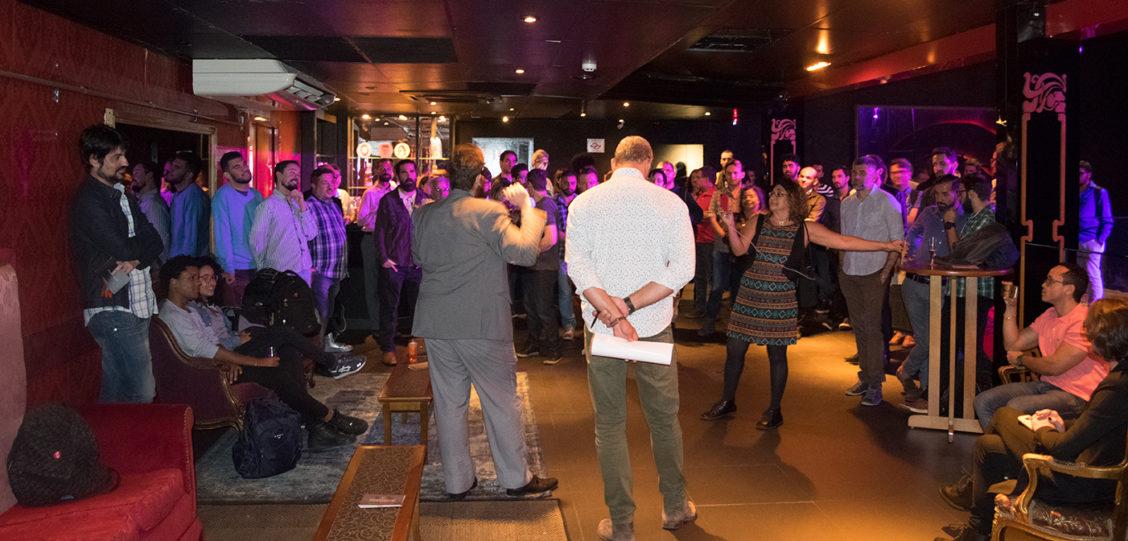 Happy hour em SP reúne profissionais LGBT para drinks e networking