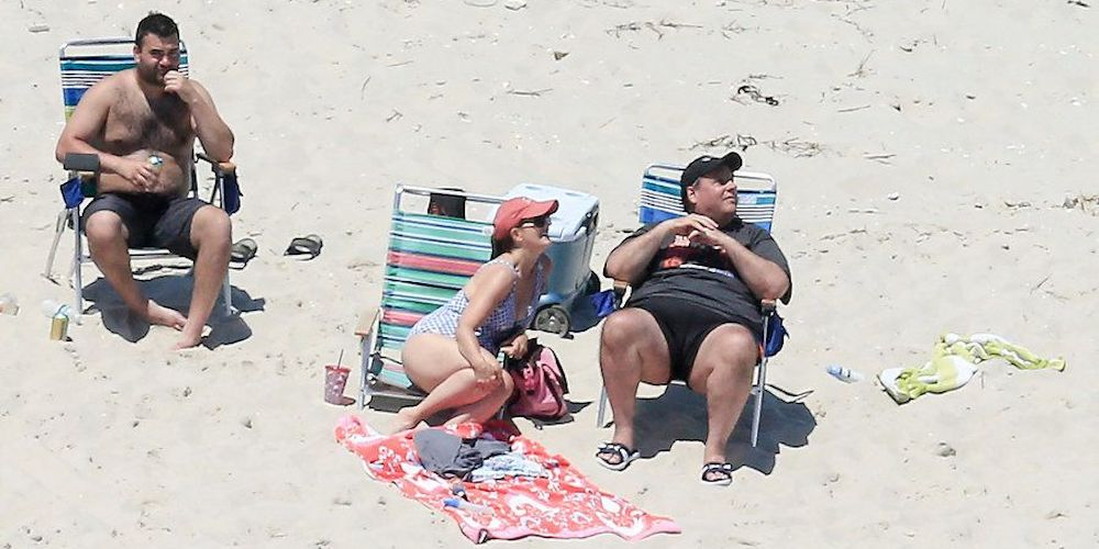10 Hilarious Images Mocking Chris Christie for His Beachgate Scandal