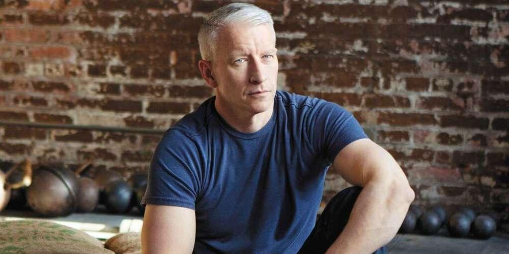 Andy Cohen Nos Dice Cómo le Gustan los Hombres a Anderson Cooper