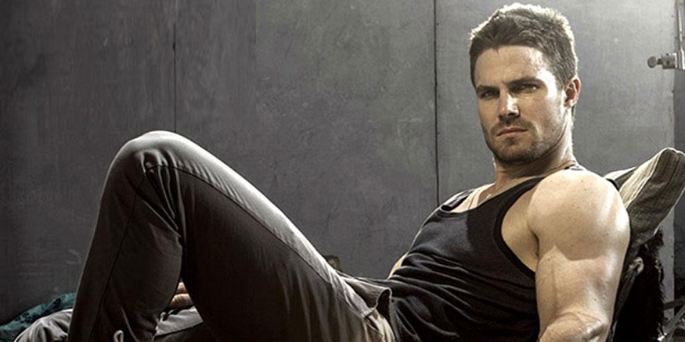 El Protagonista de 'Arrow' Stephen Amell Acabó con los Comentarios Homofóbicos de su Visita al Vancouver Pride