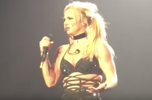 britney spears singing live