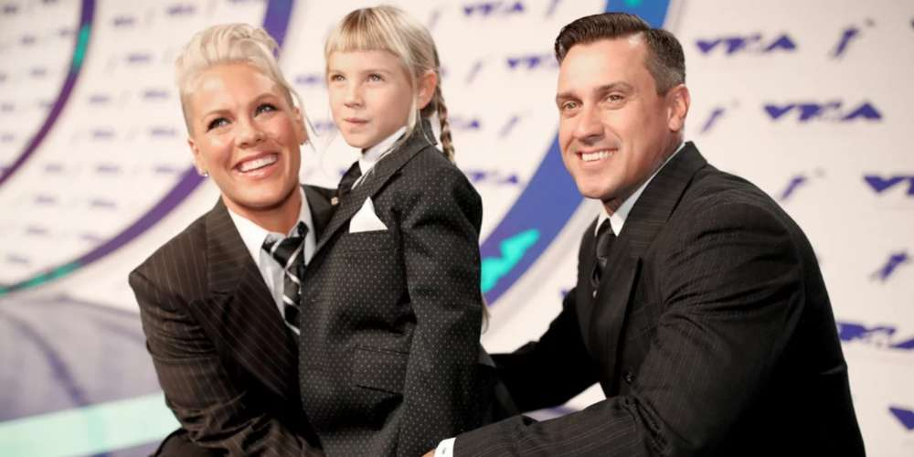 Pink Honors Androgynous Rock Stars in Emotional Speech Dedicated to Her Bullied Daughter