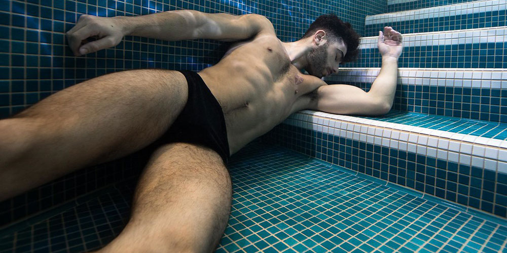 These 27 Shots of Male Underwater Beauties Will Leave You Breathless