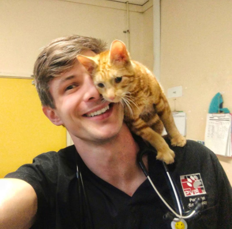 Dr Oisín Tracey, Pawsome Doctor, sexy vet 01