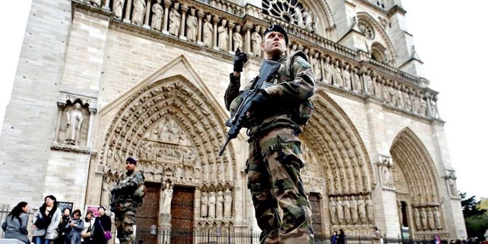 Un attentat contre des établissements gay parisiens était en préparation, selon Gérard Collomb
