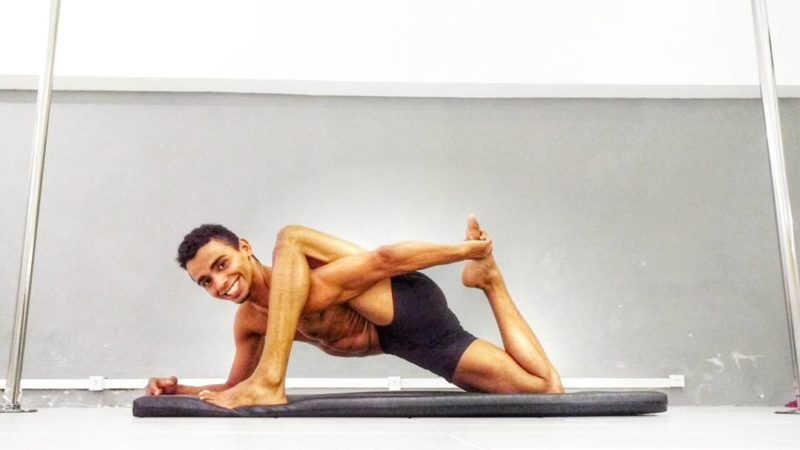 gay yoga masters 04
