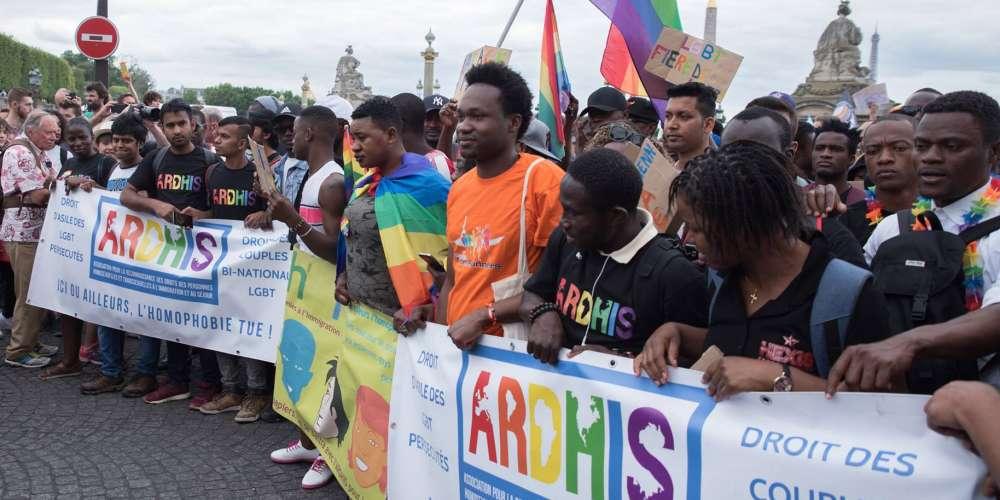 La ville de Paris s'associe à France terre d'asile pour accueillir des réfugiés LGBT