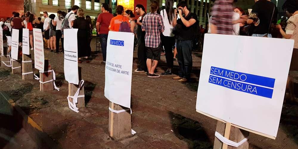 Abertura de exposição é mercada por protesto contra censura
