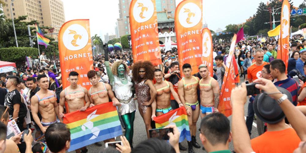 從來沒有這麼大的彩虹:同志遊行大亮點 Taiwan LGBT Pride Through Hornet's Eye