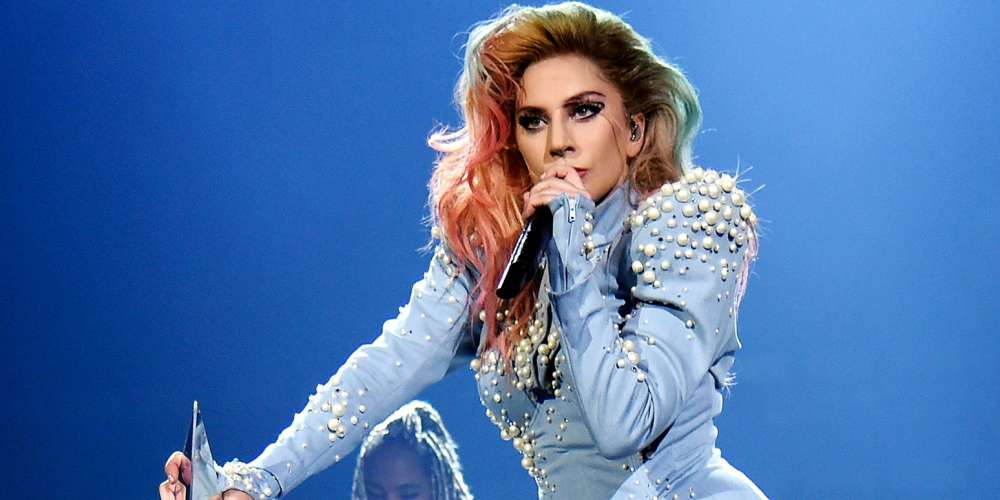 Watch Lady Gaga Stop Her Concert to Help a Bleeding Fan