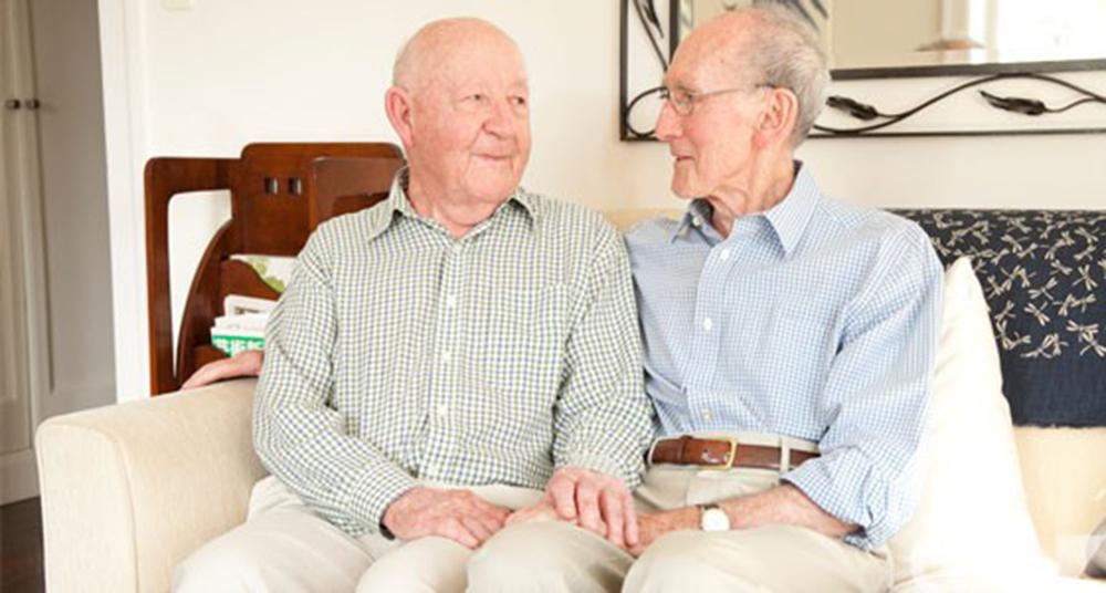 Casal gay mais velho da Austrália planeja se casar após 50 anos vivendo juntos