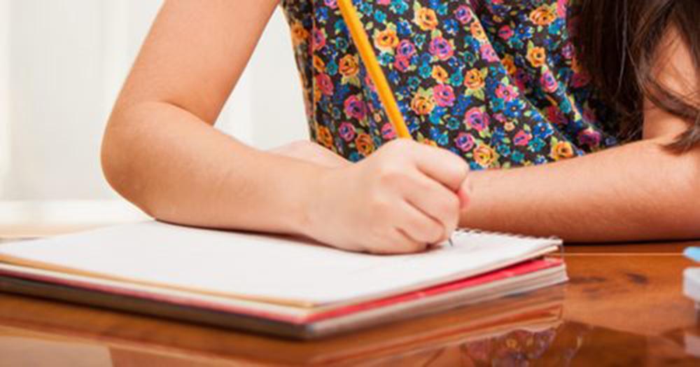Escola em Fortaleza expulsa aluna trans de 13 anos