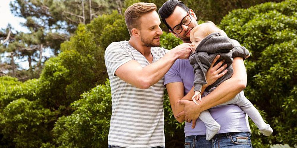 Crianças com pais do mesmo sexo são tão felizes quanto as com pais heterossexuais