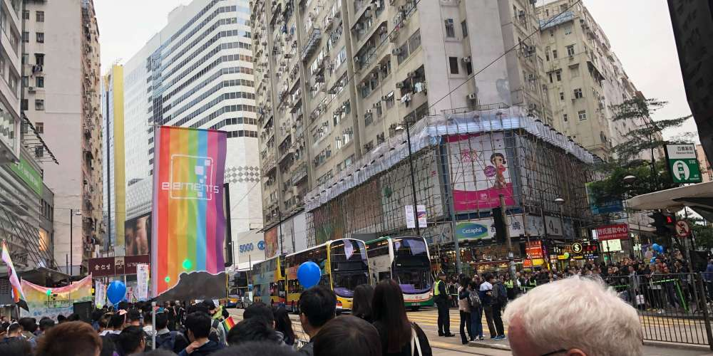 上周六高雄香港兩地舉行同志遊行 彩虹同時間閃耀雙港都