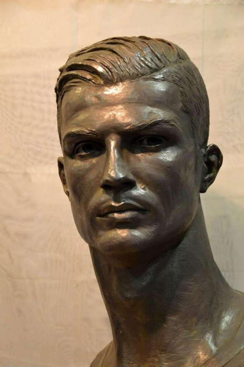new Cristiano Ronaldo statue 01