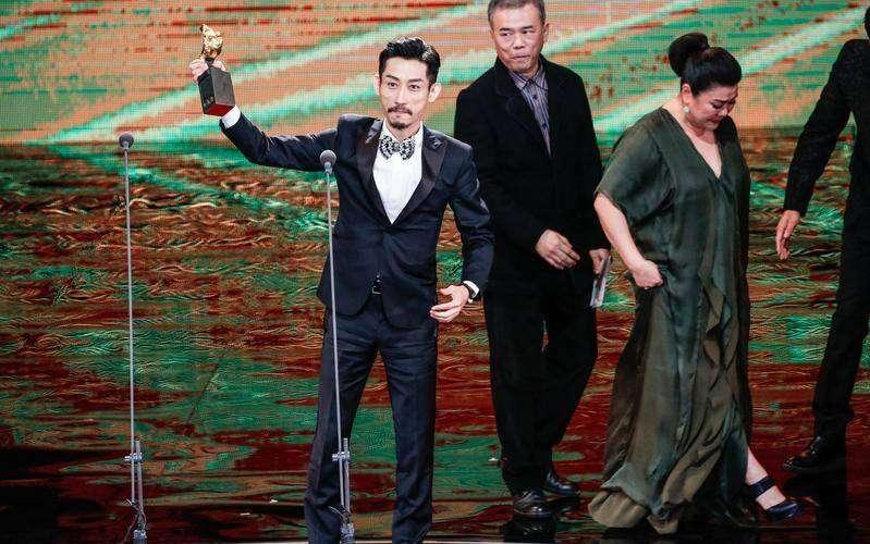 陳竹昇以《阿莉芙》中變裝酒吧老闆一角勇奪第54屆金馬獎最佳男配角