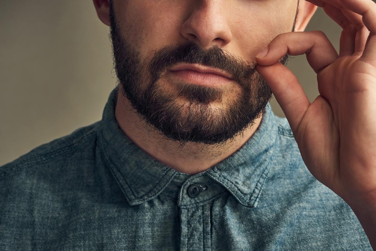 鬍子男聖誕購物期間的新工作機會?讓人磨蹭紓壓兼做公益