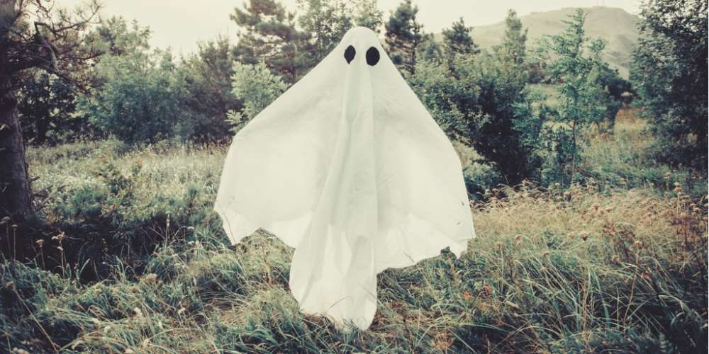 'Ghosting' Is the 2017 Social Media Trend We Need to Leave Behind