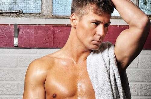 Matt Evers shirtless 02