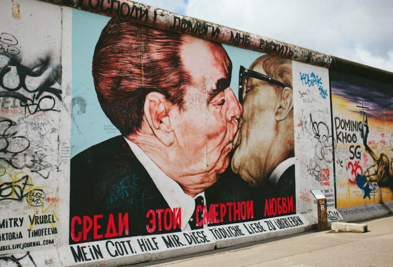 gay berlin guide east side gallery