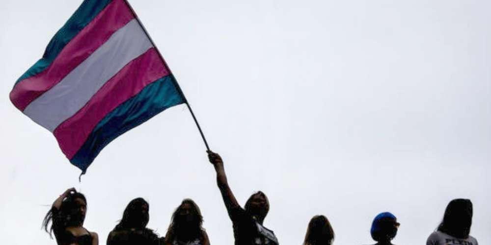 Transgêneros poderão mudar nome no registro civil sem necessidade de cirurgia em decisão do STF