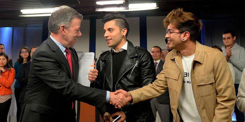 La Iniciativa '#AquíEntranTodos' Impulsada por Influencers LGBT Fue Aprobada en Colombia