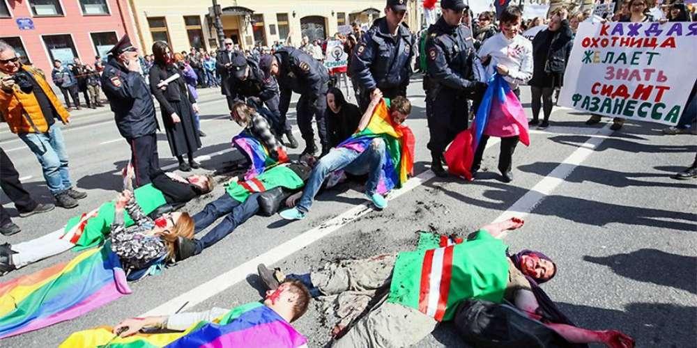 Grande parte da população russa acredita que LGBTs podem ser atacados durante Copa do Mundo