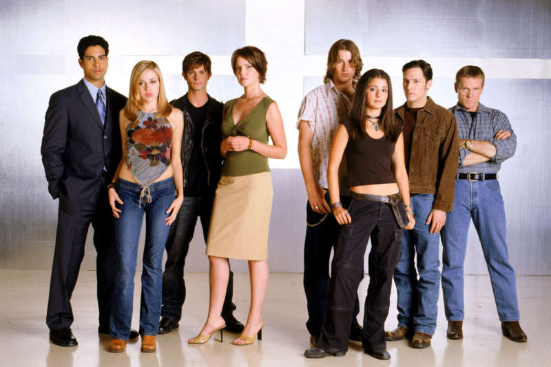 roswell tv reboots
