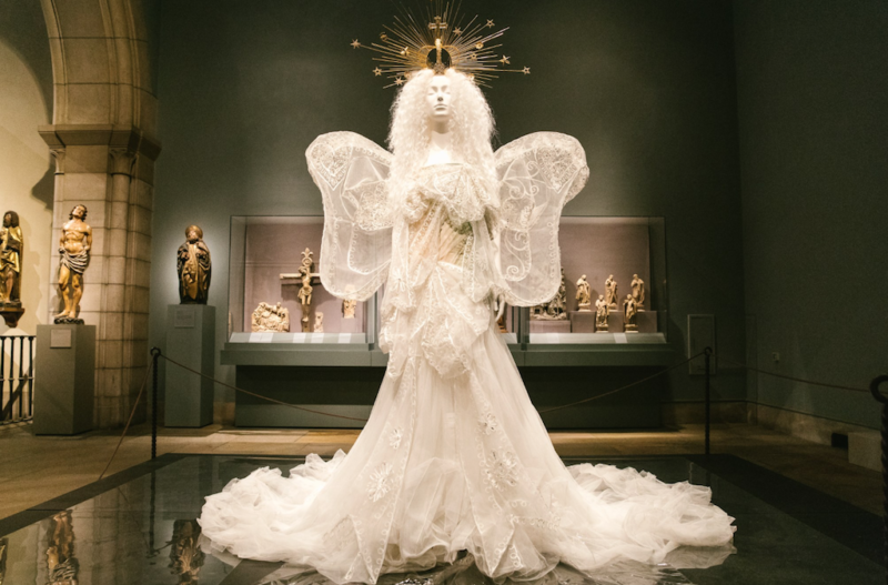 met gala exhibit heavenly bodies
