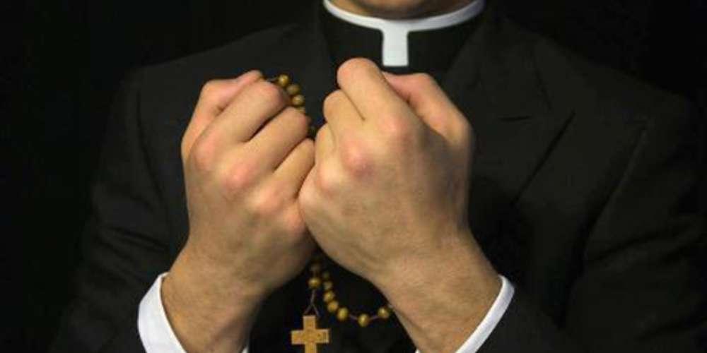 Padre Marcos Roberto Ferreira é condenado a 33 anos de prisão por abuso de dois adolescentes em SC