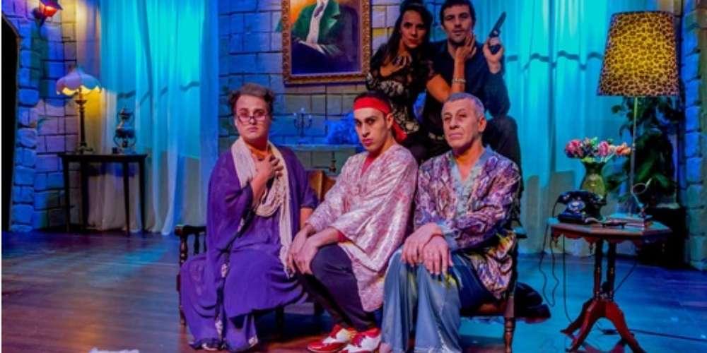 """Peça """"Coisas Estranhas Acontecem Nesta Casa"""" traz histórias hilárias com personagens gays"""